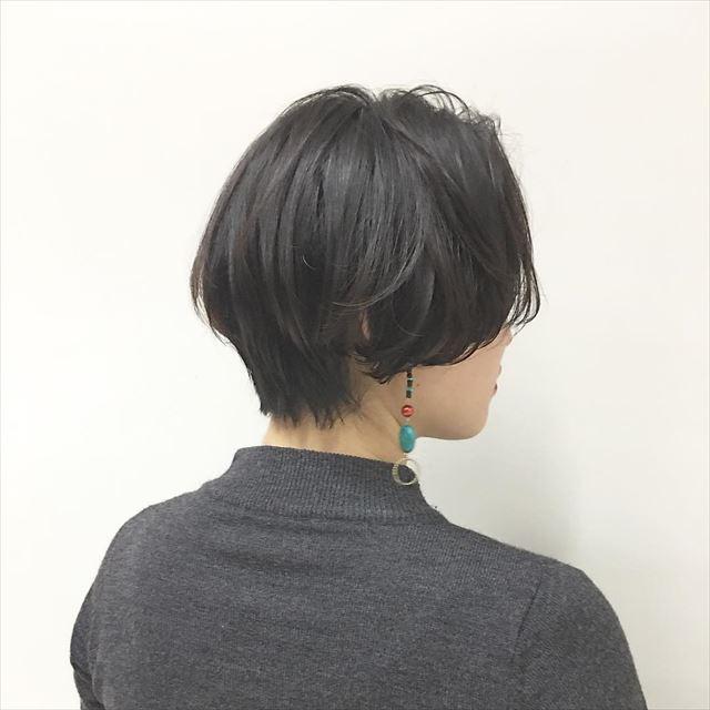 黒髪でハンサムショートの女性の髪型画像5