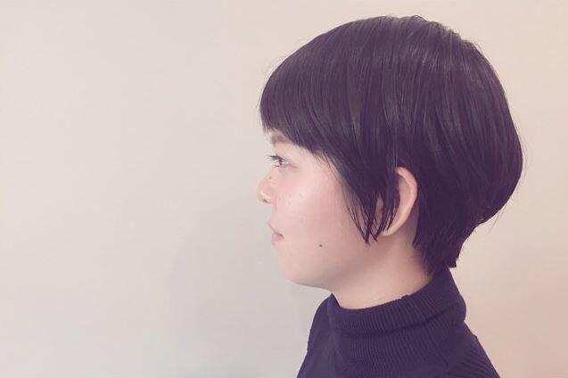 黒髪でハンサムショートの女性の髪型画像6