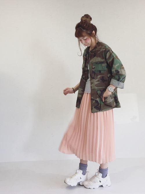 Reebokインスタポンプフューリーをスカートで着こなした春夏コーディネート画像1