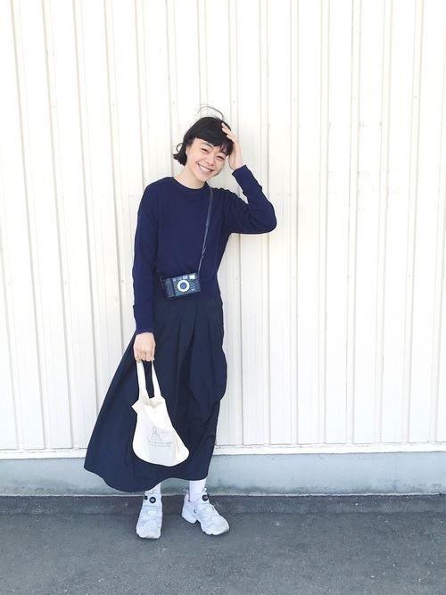 Reebokインスタポンプフューリーをスカートで着こなした春夏コーディネート画像2
