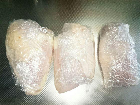鶏胸肉の下味冷凍処理画像