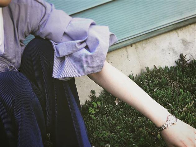 春夏トレンドの盛り袖ブラウスの袖口画像