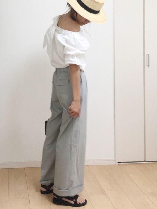 ワイドパンツで着こなす盛り袖ブラウスのコーディネート画像3