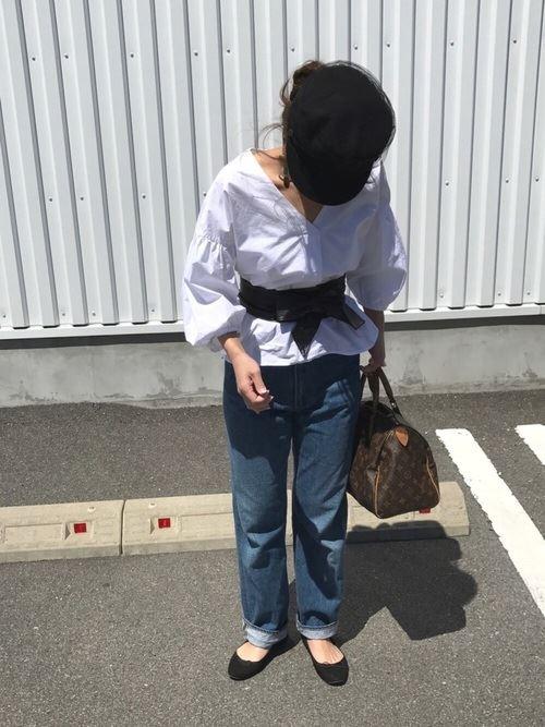 ワイドパンツで着こなす盛り袖ブラウスのコーディネート画像5
