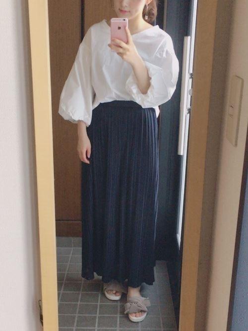 スカートで着こなす盛り袖ブラウスのコーディネート画像2