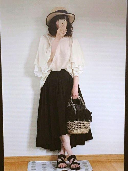 スカートで着こなす盛り袖ブラウスのコーディネート画像3