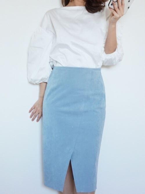 スカートで着こなす盛り袖ブラウスのコーディネート画像4
