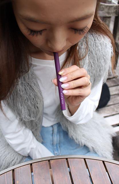ビタフルブルーベリー味を吸うモデルの画像