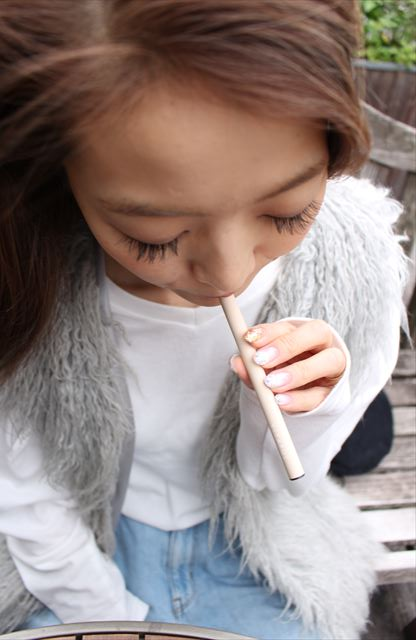 ビタフルスウィートバニラ味を吸うモデルの画像