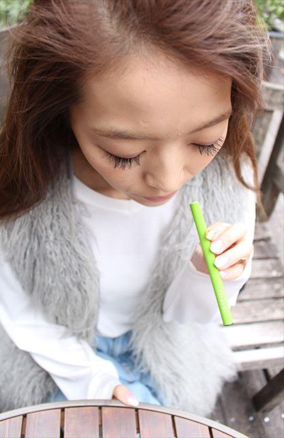 ビタフルグリーンアップル味を吸うモデルの画像