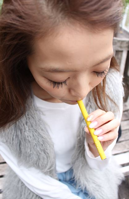 ビタフルグレープフルーツミント味を吸うモデルの画像