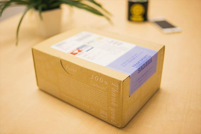 haru黒髪スカルプ・プロがおしゃれなダンボールに梱包された画像