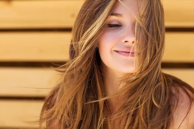 お気に入りのノンシリコンシャンプーで美髪を手に入れた女性の画像