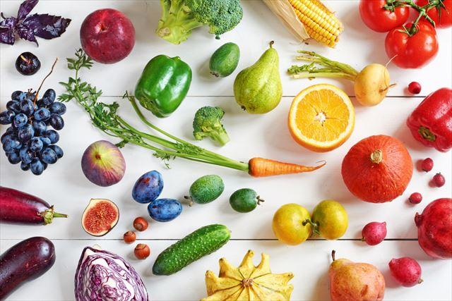 たくさんの野菜やフルーツを集めた画像