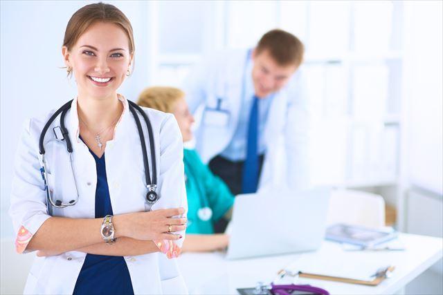 皮膚科の女医の画像