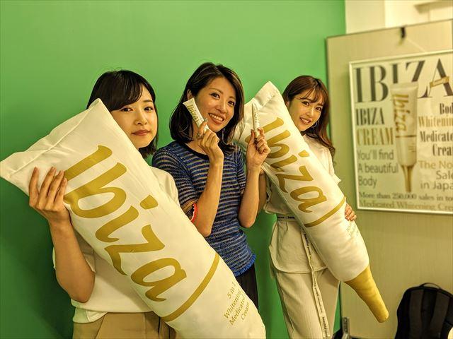 株式会社ファイブテイルズ代表五位尾麻美さんとスタッフの集合写真2