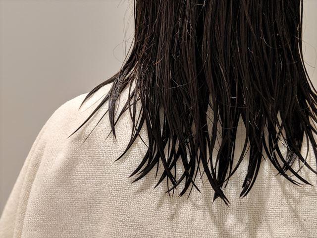 タオルドライした髪の画像
