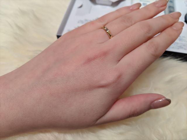 石鹸使用後の手の甲の画像