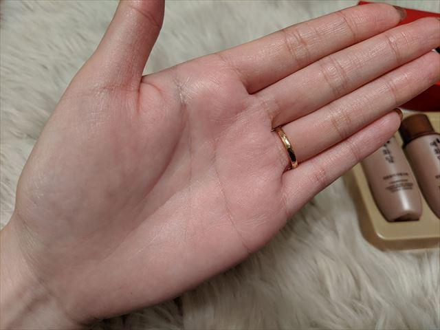 ヘブンRJセラムを塗ったあとの手の画像