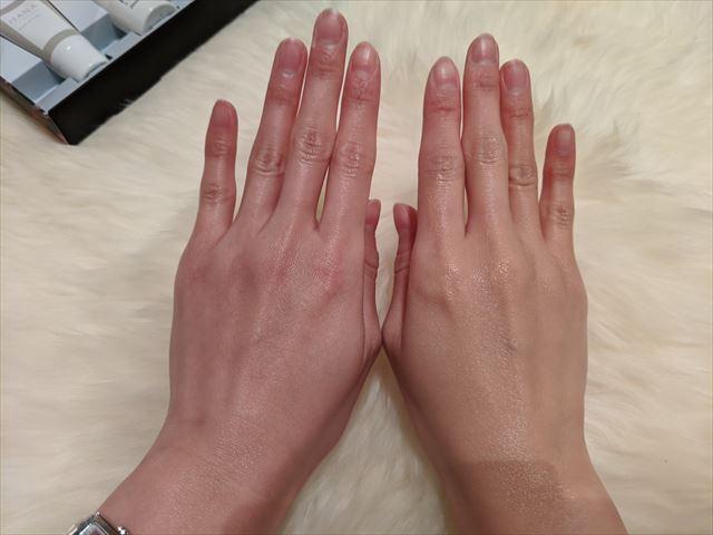 ウェアルーの色味の違いを両手で比べた画像
