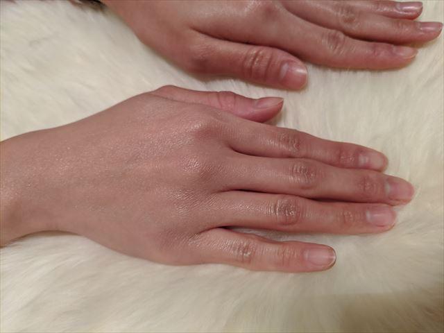 しっとり保湿された手の画像