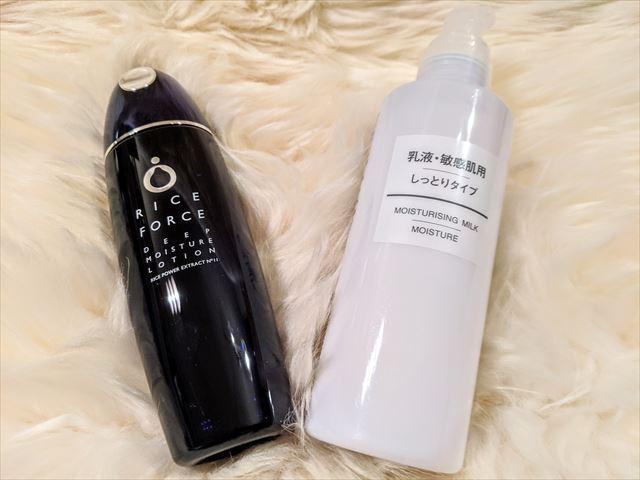 ライスフォースの化粧水と無印商品の乳液のボトル画像