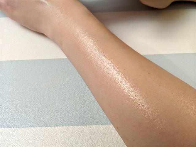 スリミングジェルを塗った皮膚の質感
