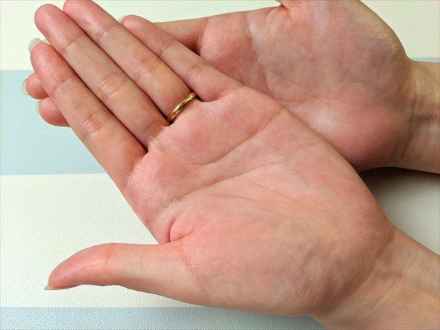 ピンキッシュボーテを塗った手のひらの画像