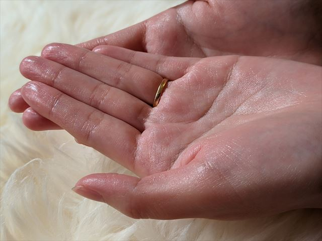 塗った後の手の平の質感画像
