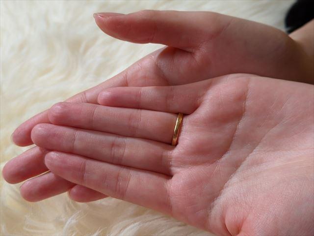 乾いてなじんだ後の手の平の質感画像